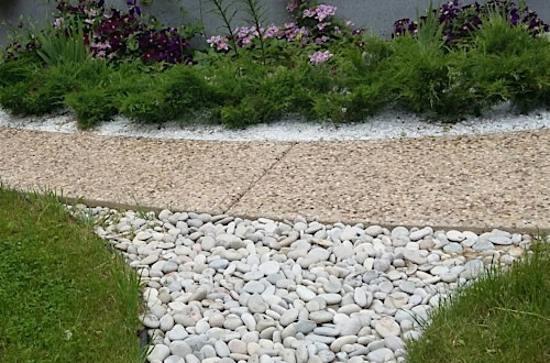 Садовая дорожка из мытого бетона