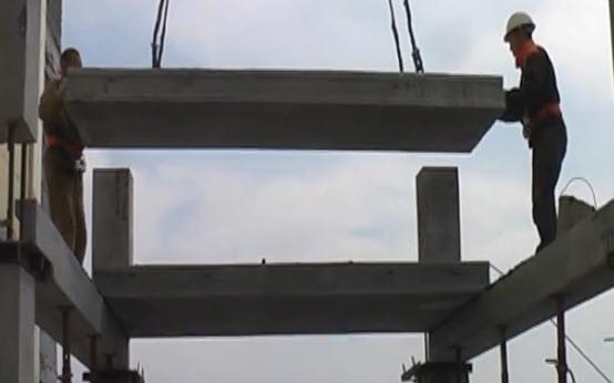Перекрытие несущих конструкций осуществляется крайними точками железобетонных плит.