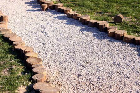 Насыпные дорожки на даче — лучший вариант формирования или недорогой реставрации