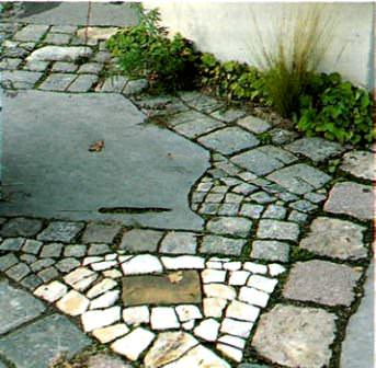 Применить для обновления дорожек на дачном участке можно камень, кирпич, гранитную крошку, бетонную заливку