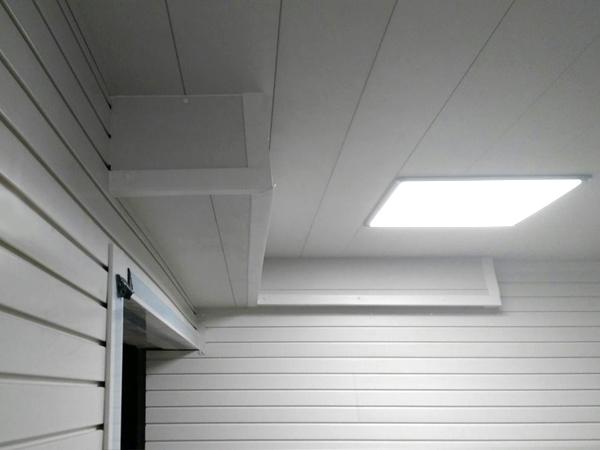 Панели ПВХ на потолке гаража