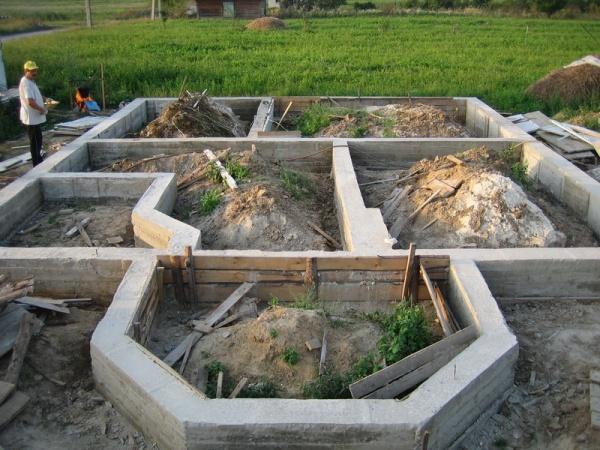 плавающий фундамент в виде бетонной ленты