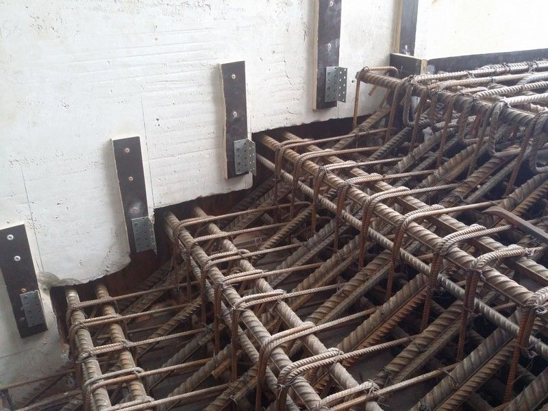 При увеличении затрат на изготовление каркаса, на несколько величин увеличивается общая прочность будущей лестницы