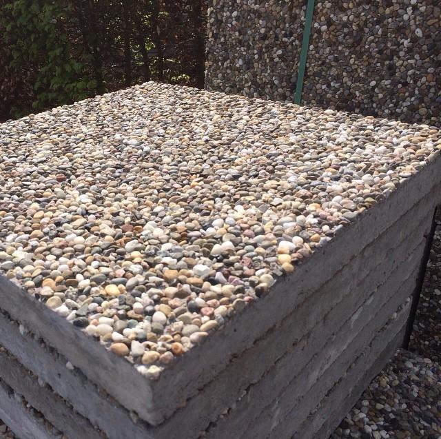 Производство плит по технологии «мытый бетон» для облицовки дома или забора
