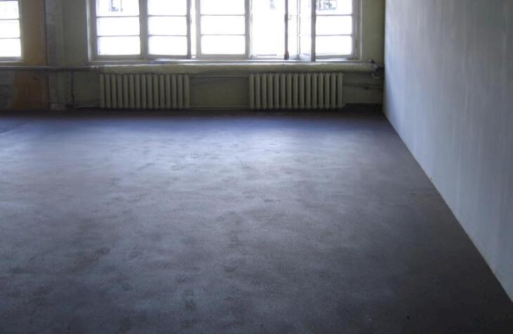 Выравниваем бетонный пол шпаклевкой