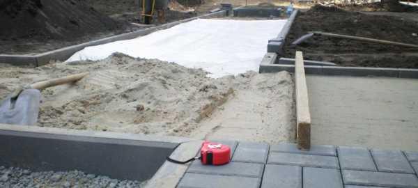 Укладка геотекстиля под тротуарную плитку