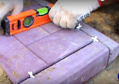 Как изготовить и уложить тротуарную плитку своими руками