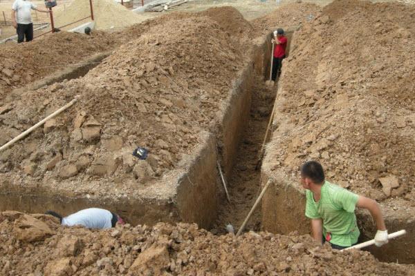 Выкапывание грунта