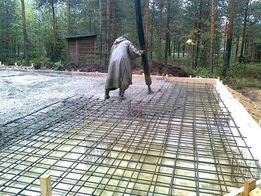 Заливка бетоном плиты