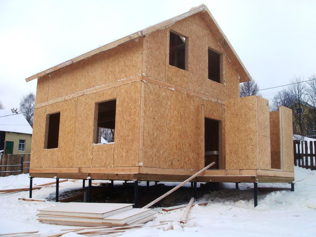 Дом на сваях можно строить своими руками