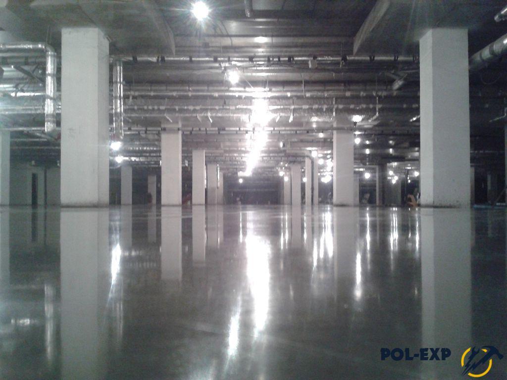 На фото бетонный пол с упрочненным верхним слоем