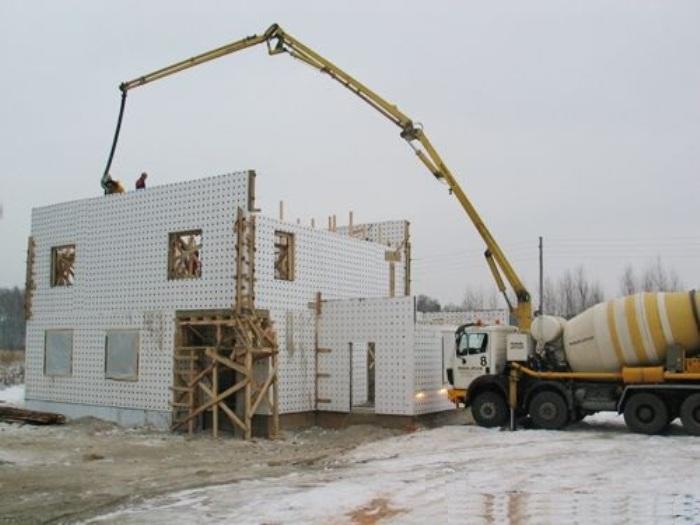 строительство загородных домов монолитных