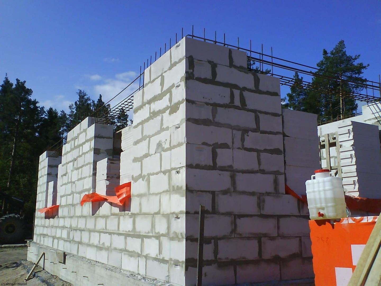 Пенобетон известен своей относительной дешевизной по сравнению с другими строительными материалами