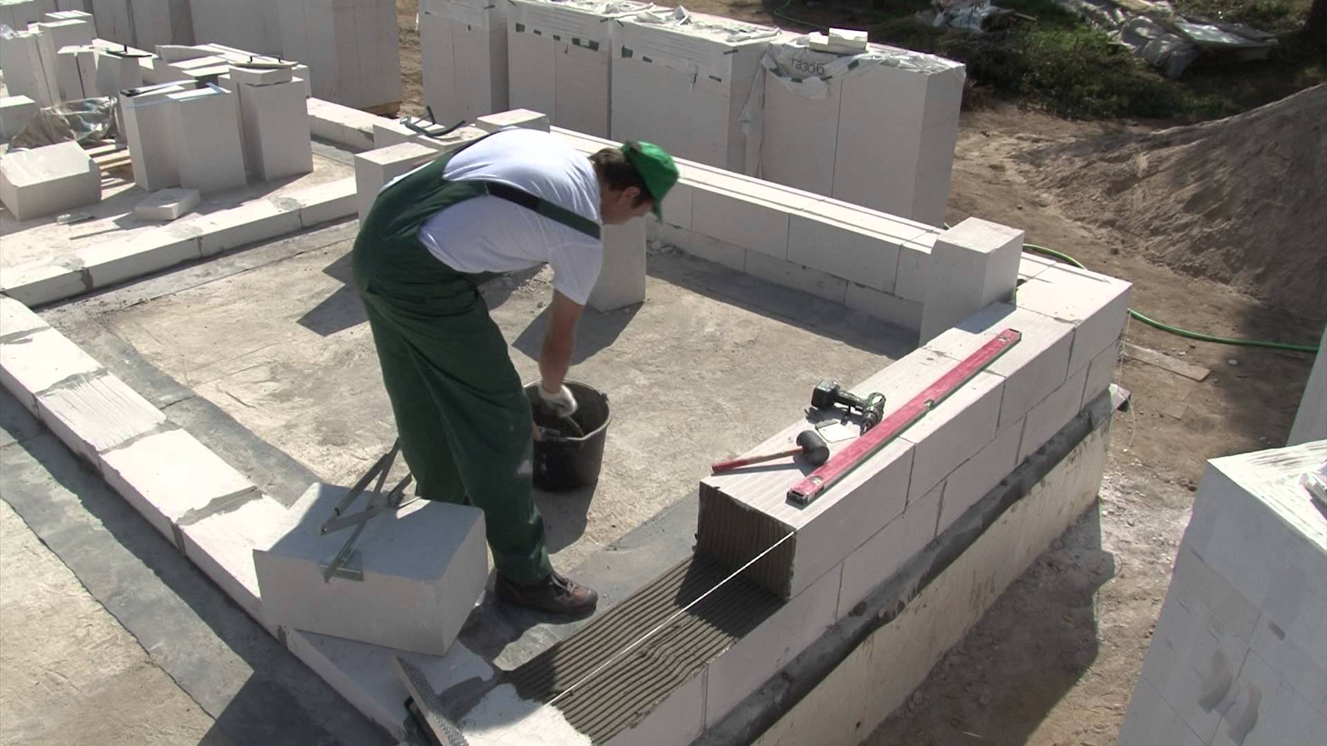 Построить дом можно в одиночку, но а два человека справятся с той работой вообще просто и легко
