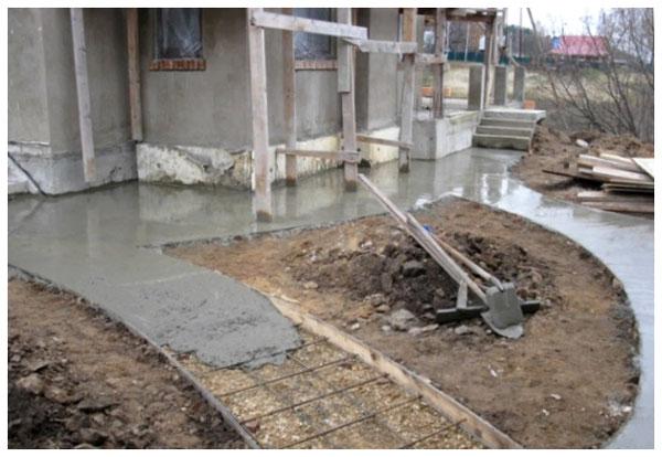 Заливка в опалубку бетона