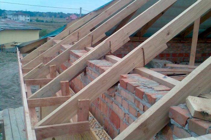Его функции настолько важны, что прочность всей конструкции крыши может зависеть от качества его изготовления