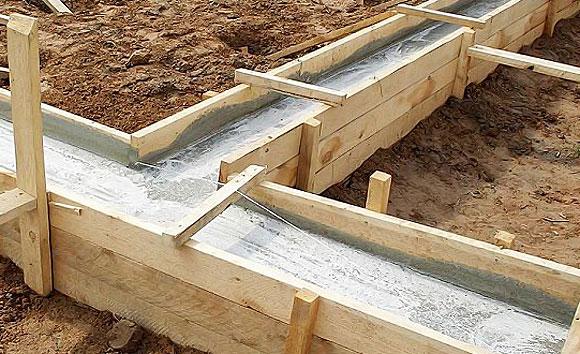 Заливка ленточного фундамента под сруб