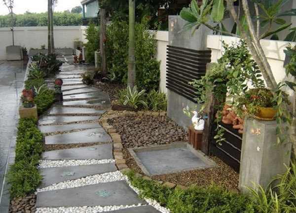 Дорожка из бетона и гравия