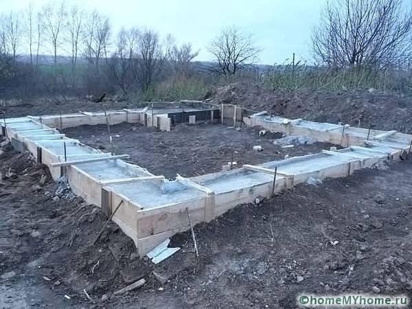 Особую структуру имеет фундамент, возводимый на пучнистых почвах