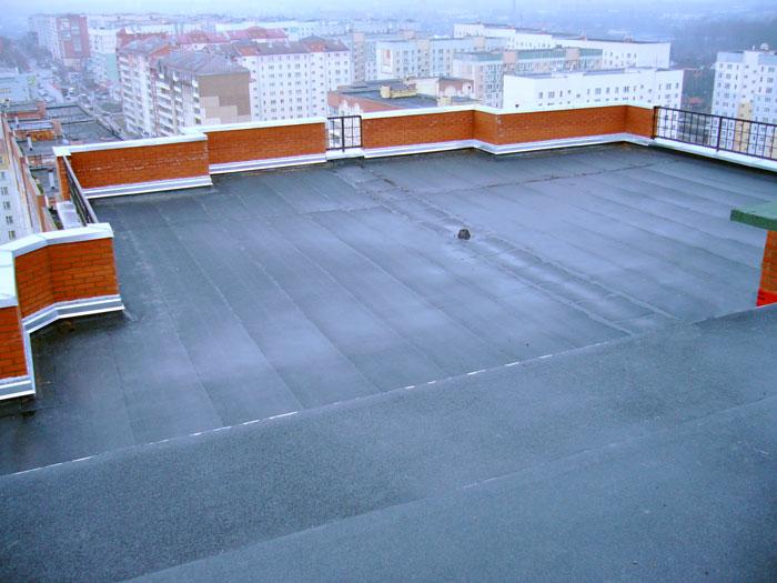 плоская крыша из битумно-полимерных материалов