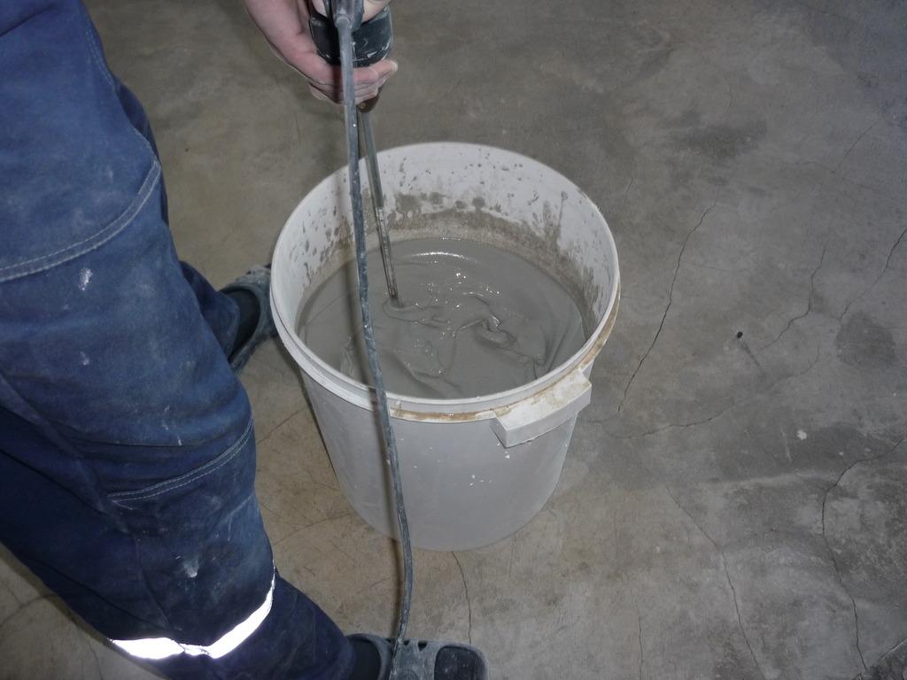 приготовление смеси для наливного пола