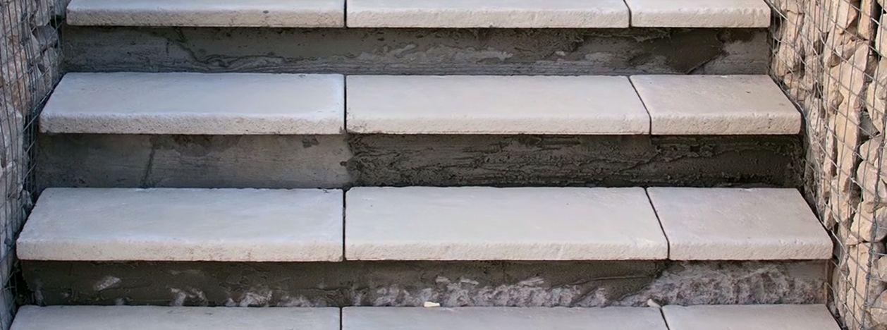 Оконченный монтаж бетонных поступей