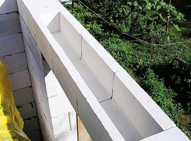 U-блок из газобетона в качестве несъемной опалубки для перемычки над окном