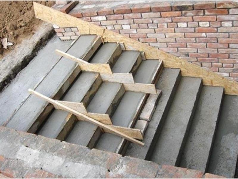 Заливка монолитных бетонных ступеней