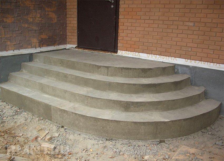 После схватывания бетона, а этот процесс длится около 72 часов, опалубку можно снимать